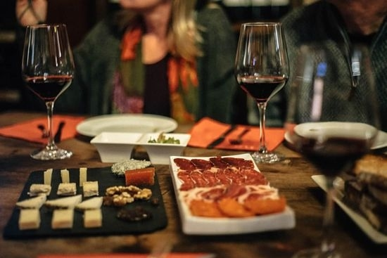 Delicious local spanish meats, cheese and wine on a tapalicious food tour with wanderbeak barcelona