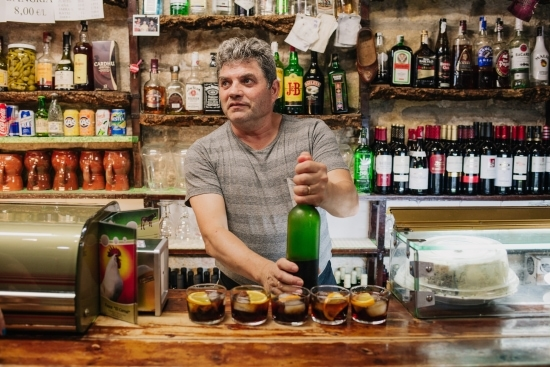 Local bodega barman on a tapalicious private gastronomy and culture experience