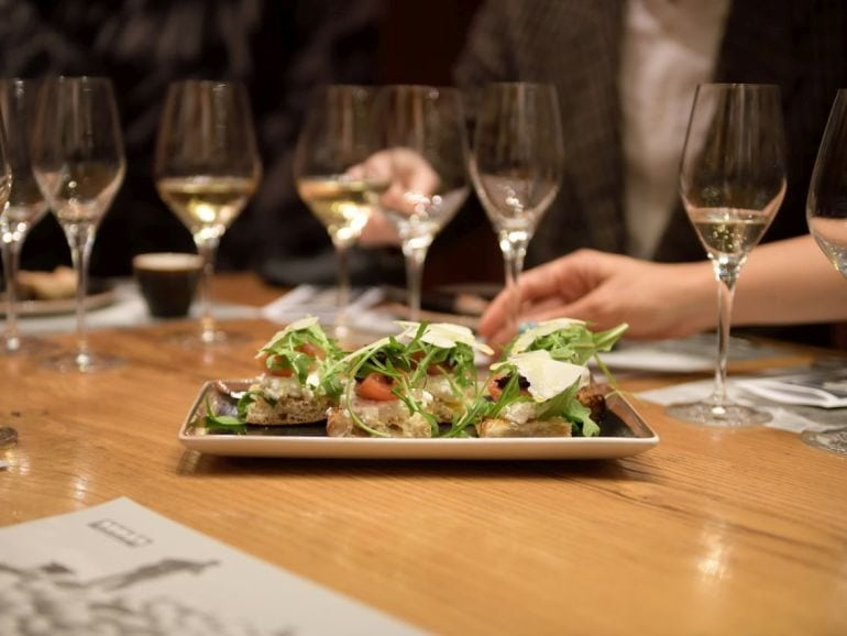 the perfect pairing - a wine tasting & food pairing tour in barcelona. pic courtesy of www.saralarssonphotography.com