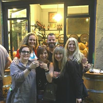 Making new friends on a wanderbeak tours barcelona private tour